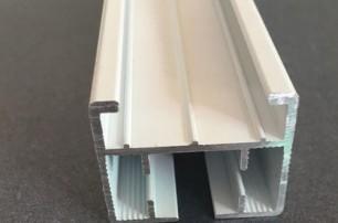 设有灯槽的电动窗帘轨道型材连接组件