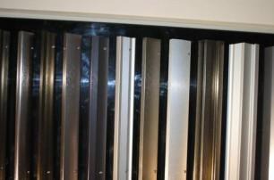 研讨支架类仿铜拉丝型材的加工工艺